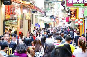 Increased Retail Price at Restaurants in Tourist District during Statutory Holidays, No Objections f...