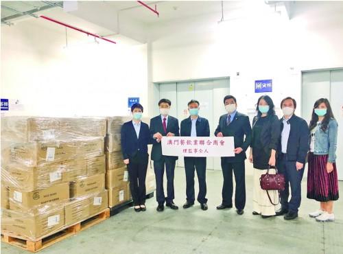 澳門餐飲業聯合商會向政府捐贈十萬口罩